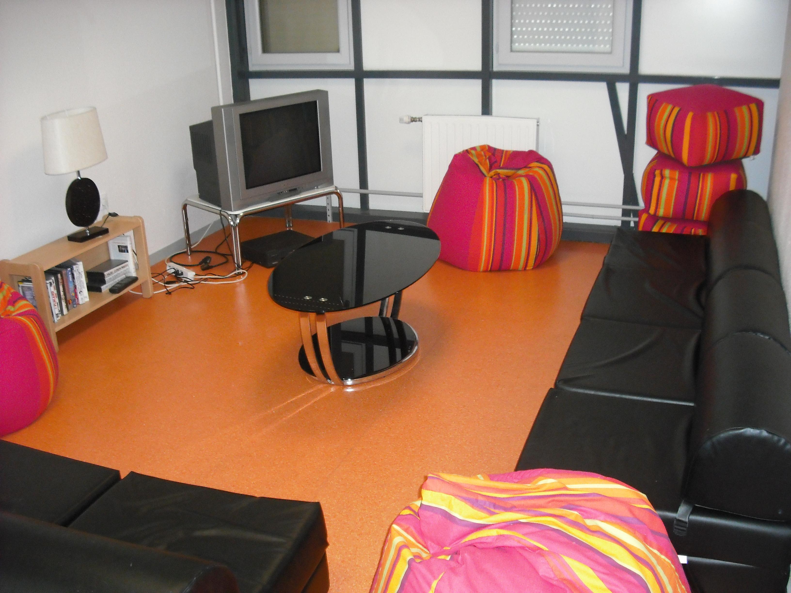 quelques photos de l 39 internat et du self lyc e jean rostand nevers. Black Bedroom Furniture Sets. Home Design Ideas